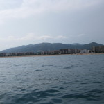 Вид со стороны моря на город Пинеда-де-Мар
